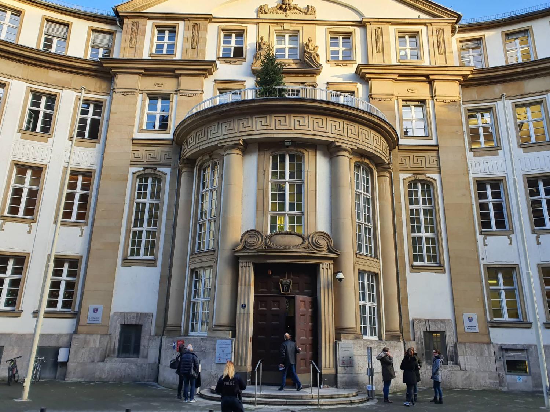 Landgericht Frankfurt am Main untersagt Fahrdienstvermittlung für Mietwagen durch Uber-App