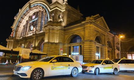 Wir wünschen allen Taxifahrern und -fahrerinnen an Weihnachten und Silvester gute Fahrt